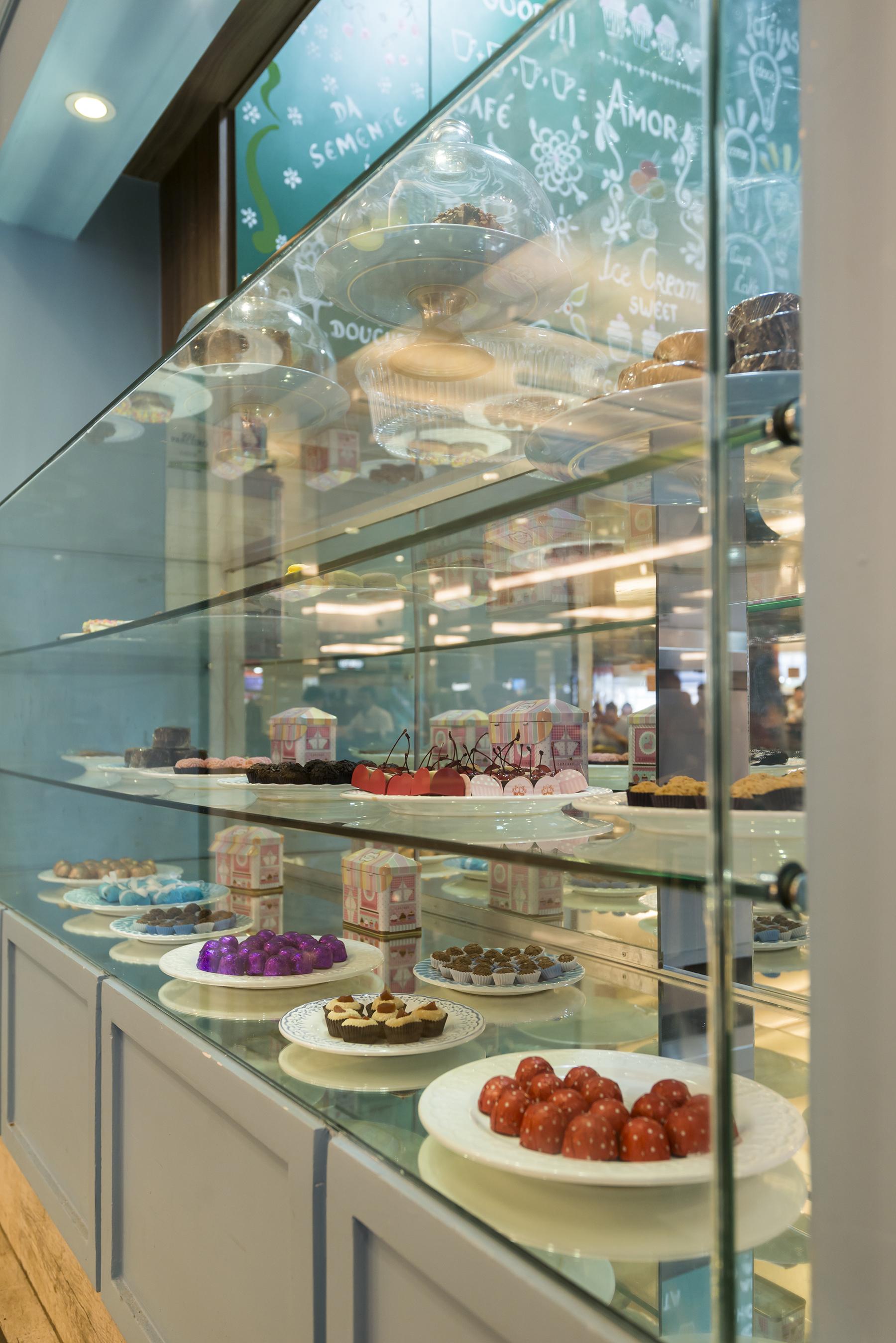 uai cakes 24